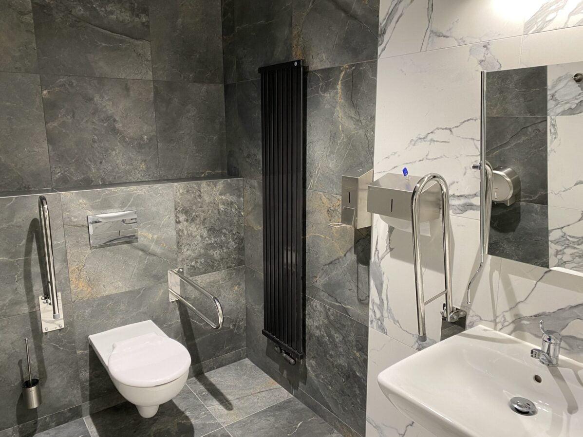 nowoczesna łazienka w centrum medycznym myszków